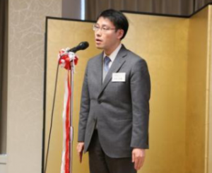 第40回学術研究助成金 受贈者代表挨拶の西村知泰氏